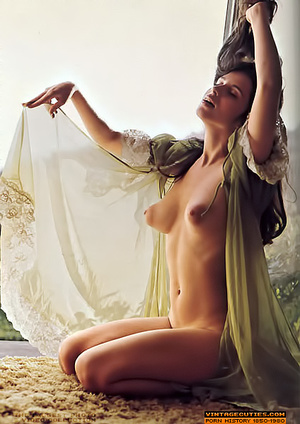 Super busty vintage lady likes to undres - XXX Dessert - Picture 5