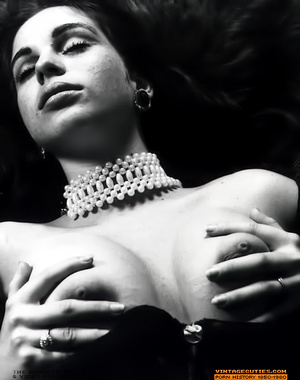 Super busty vintage lady likes to undres - XXX Dessert - Picture 8