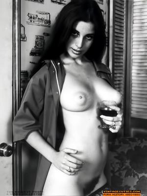 Super busty vintage lady likes to undres - XXX Dessert - Picture 9