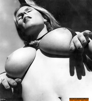 Young retro babe revealing her huge tits - XXX Dessert - Picture 1