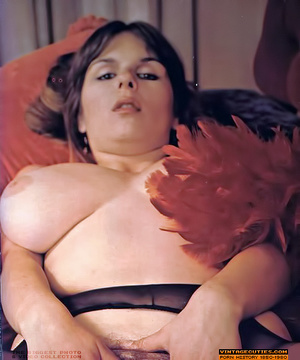 Young retro babe revealing her huge tits - XXX Dessert - Picture 10
