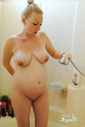 Pregnant Tegan is washing in the shower - XXX Dessert - Picture 5