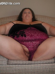 Plump horny wife with enormous boobs exposing her goods - Picture 3