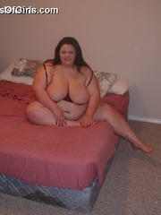 Plump horny wife with enormous boobs exposing her goods - Picture 8