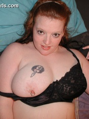 Plump redhead busty milf in sexy black stockings doesn't - Picture 12