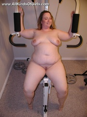 Leashed super fat milf spreading her legs and flashing - Picture 5