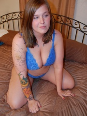 Big boobed plump housewife taking off her blue bra and - Picture 2