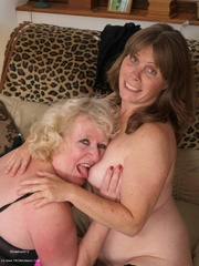 mature pussy licking claire