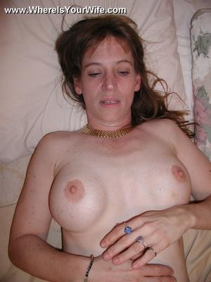 Brunette nasty milf flashing her wet pus - XXX Dessert - Picture 4
