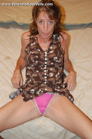 Skinny lusty granny Tracy likes to pose  - XXX Dessert - Picture 4