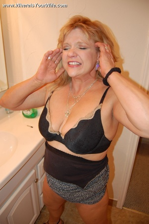 Mature chubby blonde wife spreading her  - XXX Dessert - Picture 3
