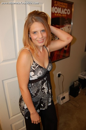 Young big booty blonde milf spreaded wid - XXX Dessert - Picture 1