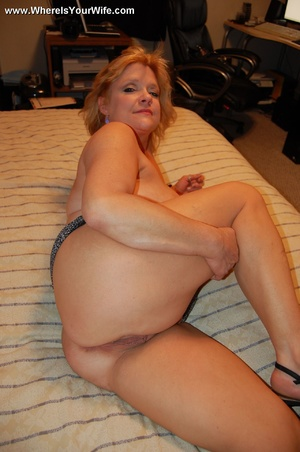 Mature chubby blonde wife spreading her  - XXX Dessert - Picture 11