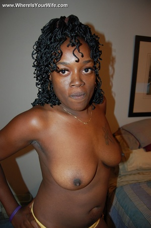Stunning busty black mom taking off her  - XXX Dessert - Picture 6