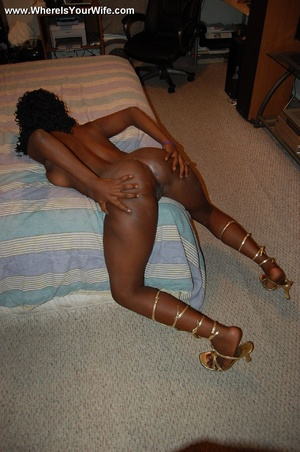 Stunning busty black mom taking off her  - XXX Dessert - Picture 12