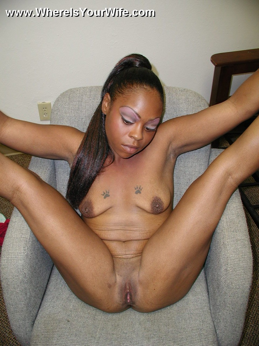 Lovely black housewife spreading wide on th - XXX Dessert ...