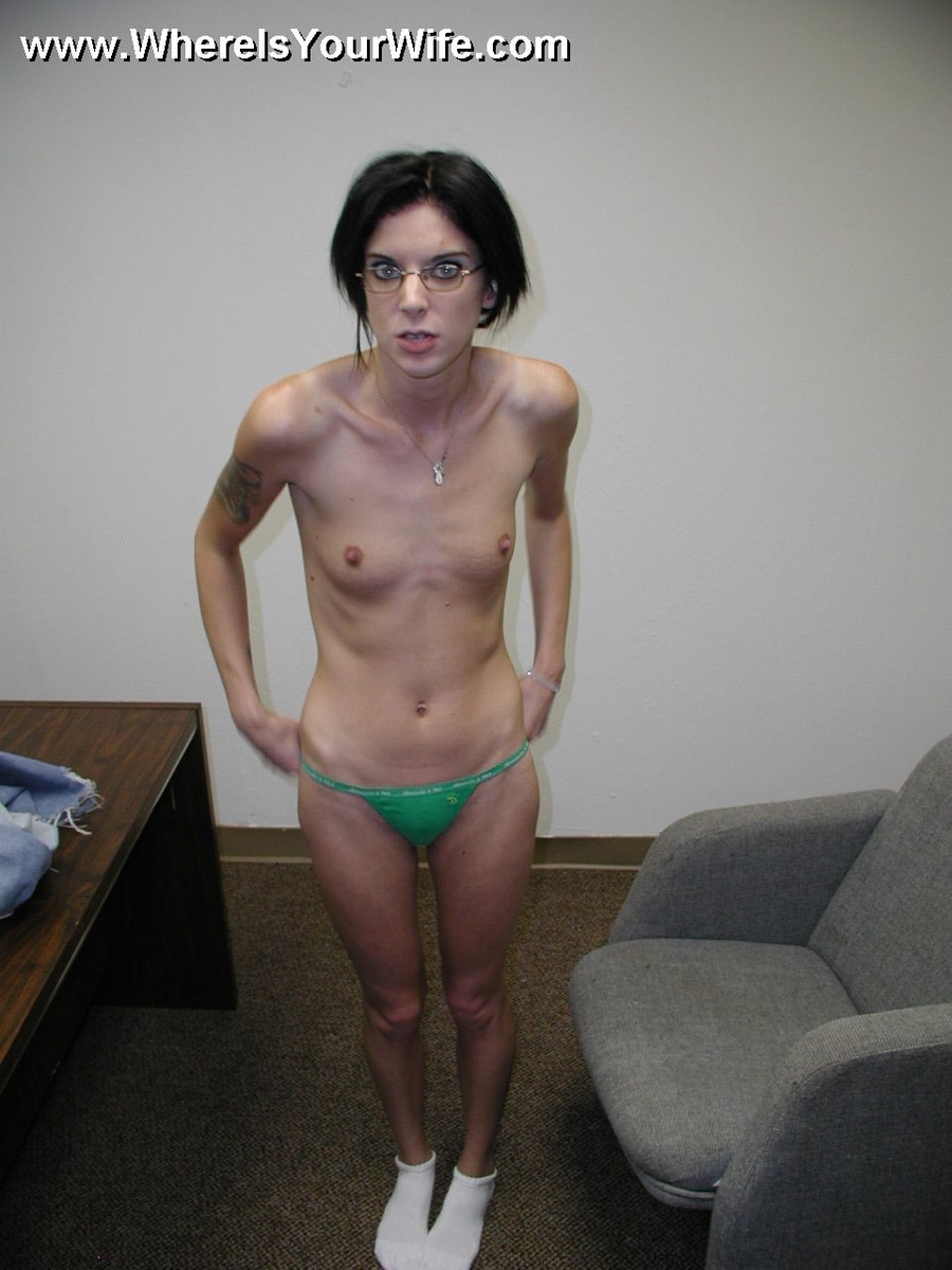 Skinny fit naked mature wife