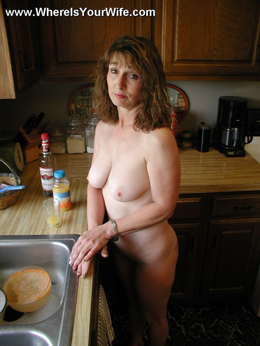 Curly hair mom with big breasts gets her flowing pussy