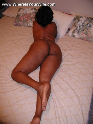 Busty black mom strips and exposing her  - XXX Dessert - Picture 4