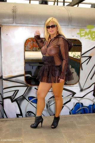 cougar big tits nude