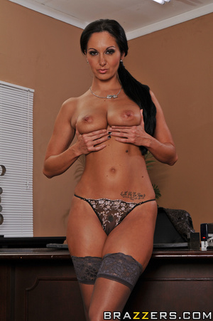 Ava is every male boss' dream. She sends - XXX Dessert - Picture 4