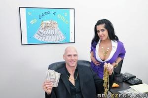 Kimber is a gold appraiser working at ZZ - XXX Dessert - Picture 5
