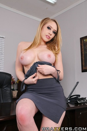 Kagney works in an office where sexual h - XXX Dessert - Picture 2