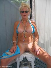 milf bikini ruth from
