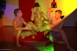 threesomes nude chrissy from