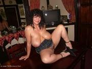 curvy big tits kims