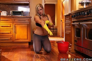 Dayna is a diligent real estate agent wh - XXX Dessert - Picture 5