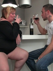 She promises him a great screw and he leaves his - Picture 3