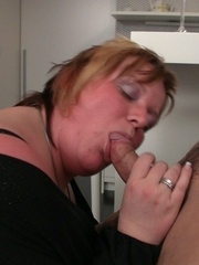 She promises him a great screw and he leaves his - Picture 6