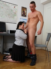 He comes into the office and the BBW puts the moves on - Picture 7