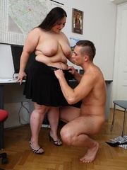 He comes into the office and the BBW puts the moves on - Picture 10