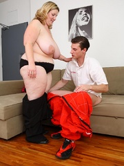 The fatty blows the mechanic and he does her from behind - Picture 7