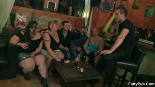 fatties half-naked bar sucking