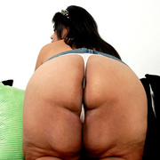 Chubby Asian shows her big fat ass - Picture 4