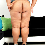 Chubby Asian shows her big fat ass - Picture 6