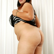 Chunky Asian gets naked and shows her fat pussy - Picture 2