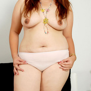 Chunky Asian Pla shows her fat pussy - Picture 3