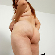 Chunky Asian Pla shows her fat pussy - Picture 6