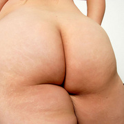 Chunky Asian Pla shows her fat pussy - Picture 7