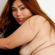 Chunky Asian Pla shows her fat pussy - Picture 8
