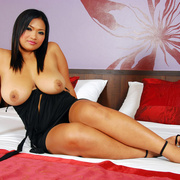 Busty Bam flaunts her perfect tits. - Picture 1