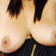 Busty Bam flaunts her perfect tits. - Picture 7