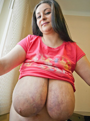 Nasty mature whore pulls up her pink T-shirt to expose - Picture 10