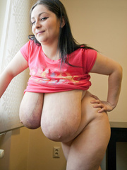 Nasty mature whore pulls up her pink T-shirt to expose - Picture 12