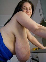 Deep d?collet? of this mature brunette can't restrain - Picture 14