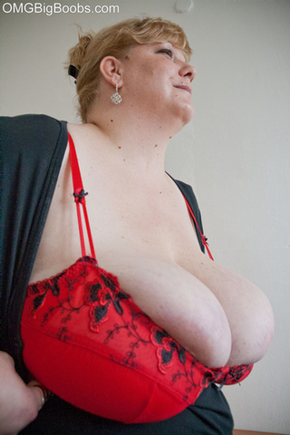 blonde fatty red bra